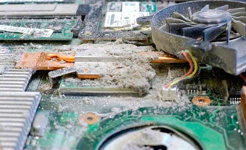 пыль в ноутбуке, почистить ноутбук, чистка ноутбука
